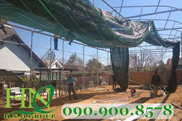 Căng lưới che nắng trên nhà lưới